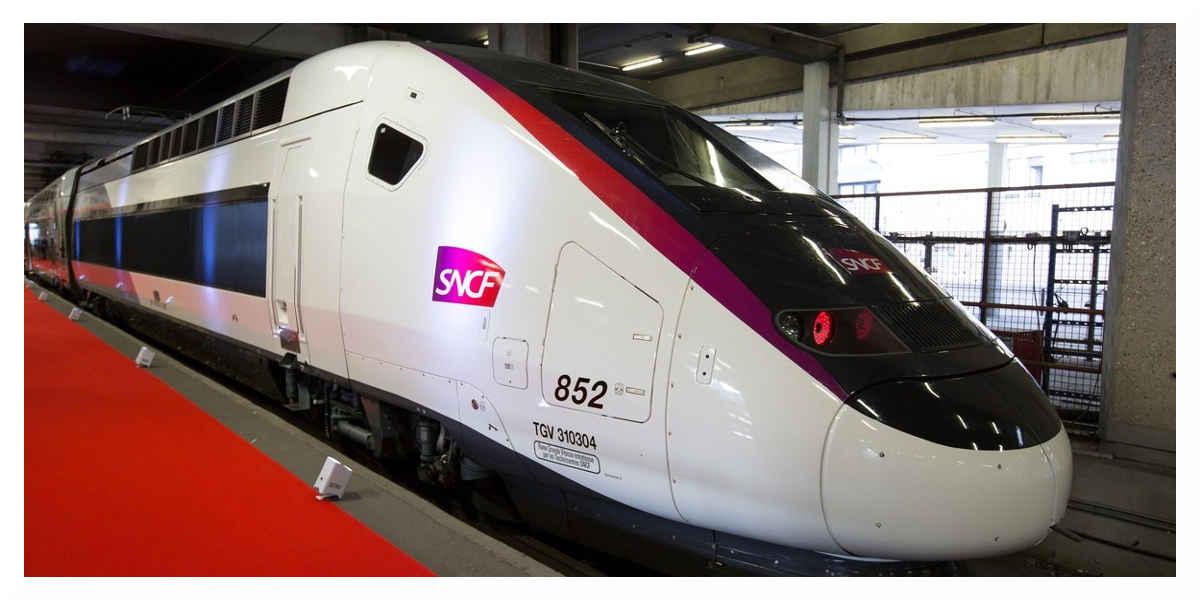 Un TGV Paris-La Rochelle percute un bloc de béton à grande vitesse