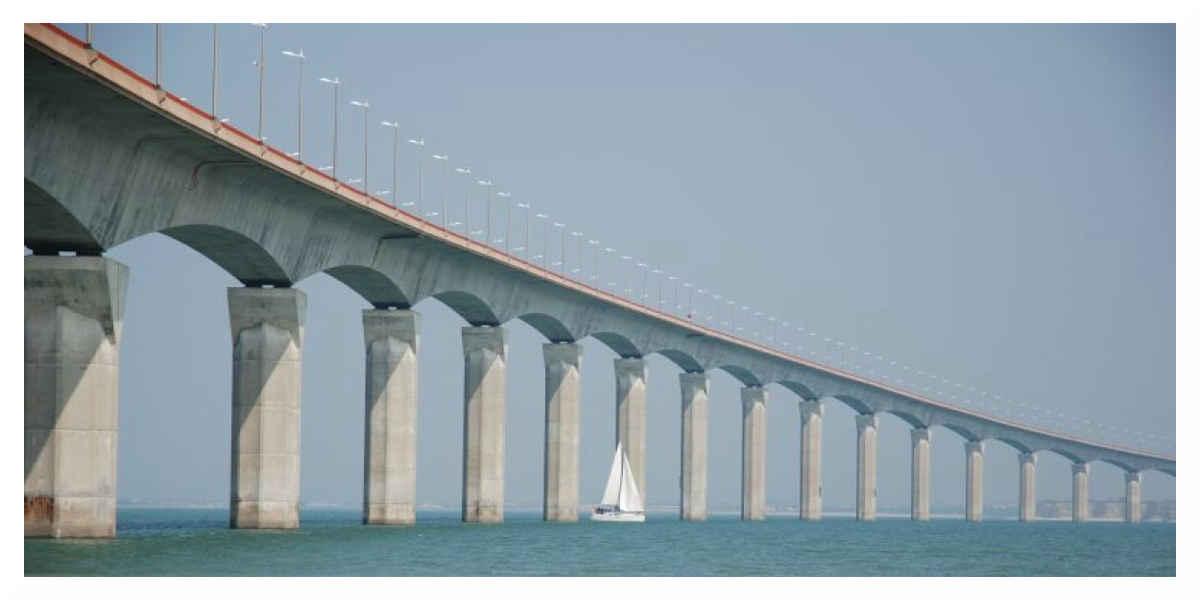 Île de Ré: Un bateau de pêche a coulé près du pont, son épave représente un danger