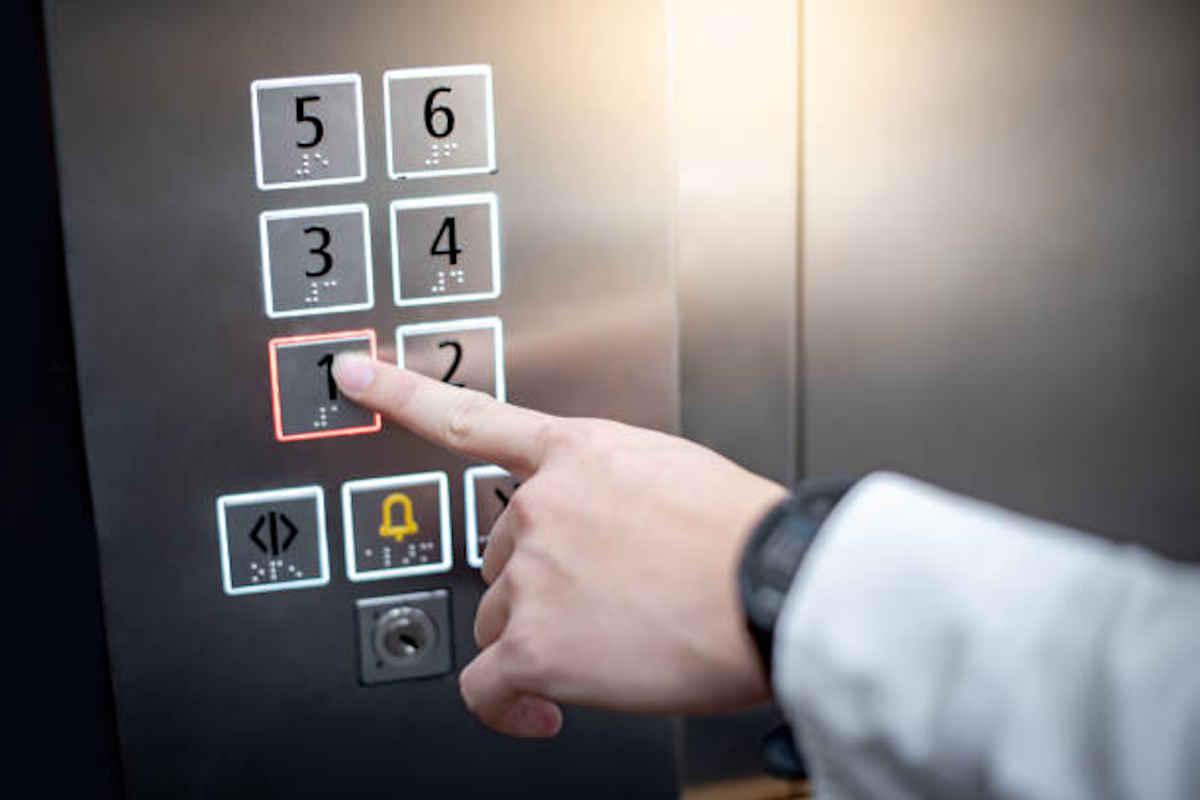 Privés d'ascenseur, des résidents coincés chez eux à Jonzac
