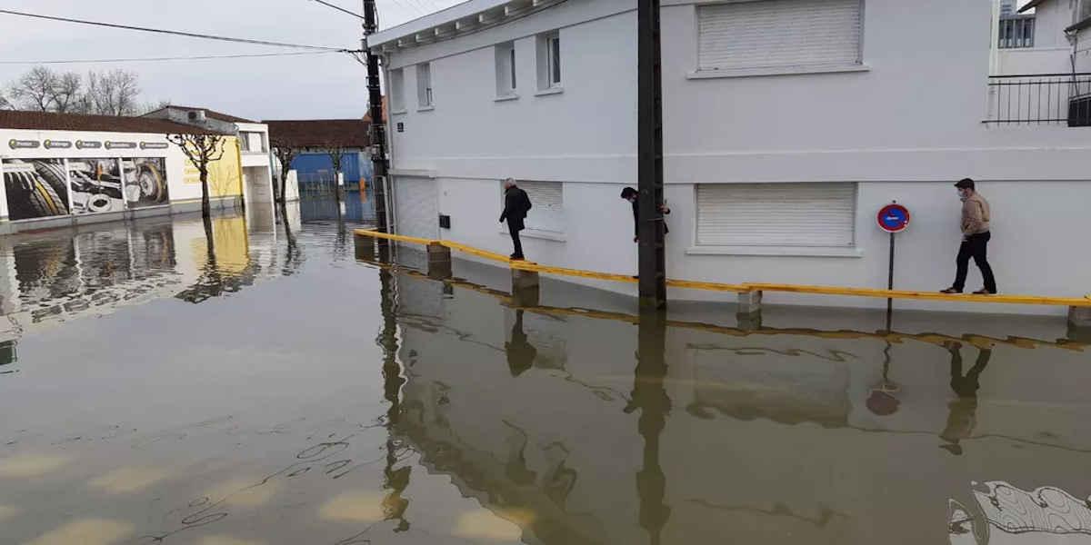 Inondations : le pic de crue attendu lundi à Saintes