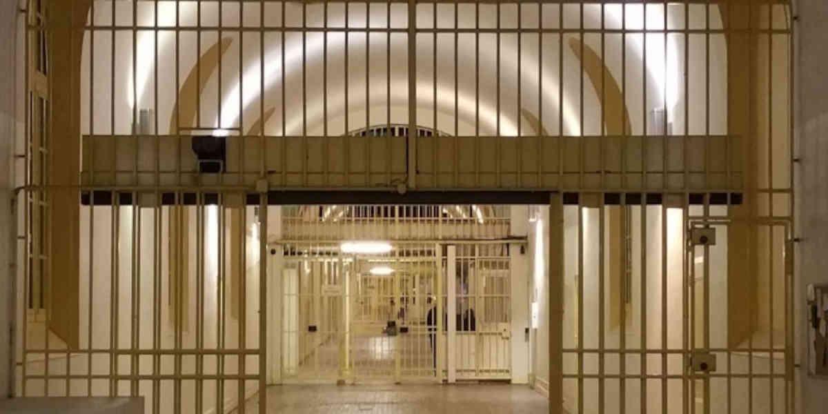 Le centre de détention de Bédenac accusé de